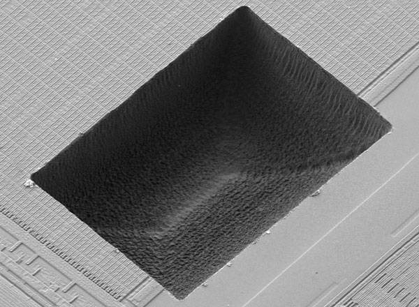 FIB/SEM specimen prepared with sample preparation system microPREP PRO